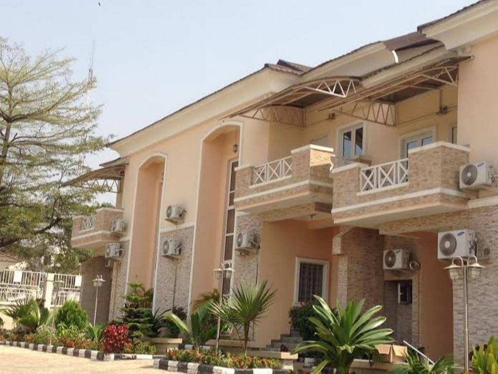 serviced 4 bedroom house at asokoro for rent abuja